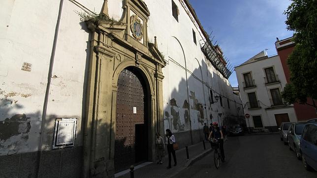 Fachada principal del convento de San Leandro (Sevilla)