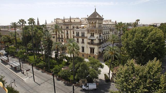 Los terrenos que ocupa el hotel Alfonso XIII existía, en los años 20, los jardines del Eslava
