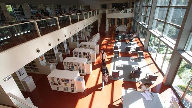 Biblioteca Infanta Elena: mil lectores al día en tres idiomas