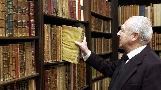 Muere el escritor y ex director de la Academia de Buenas Letras Eduardo Ybarra