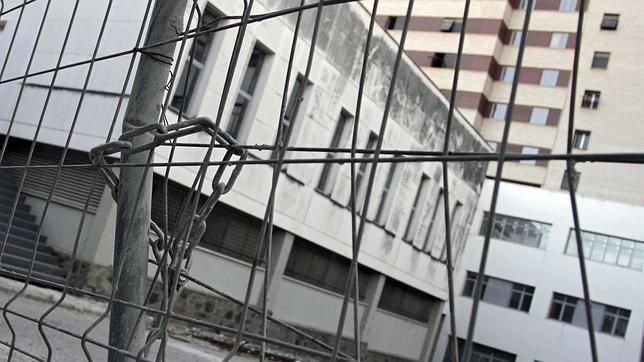Hospitales y centros de salud de Sevilla abandonados... hasta que haya dinero