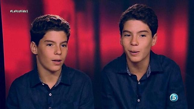 Los gemelos sevillanos de «Menuda Noche» triunfan en el estreno de «La Voz Kids»