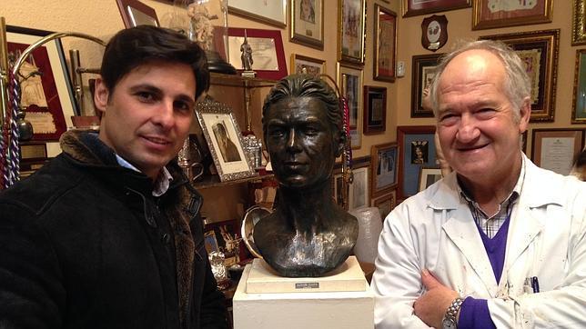 Regalan a Fran Rivera el busto de Paquirri que Pantoja siempre deseó