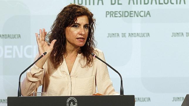 Montero ve «una ofensa» que se diga que los empleados de la Junta «trabajan en chiringuitos del PSOE»