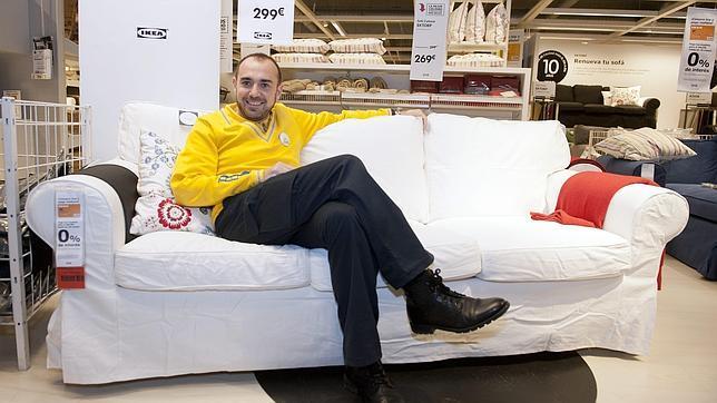 Ikea te regala un sof si te pasas 10 horas sentado en l - Ikea de sevilla ...