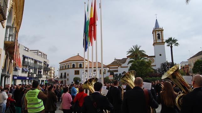 Multitudinario homenaje a la bandera andaluza en Dos Hermanas