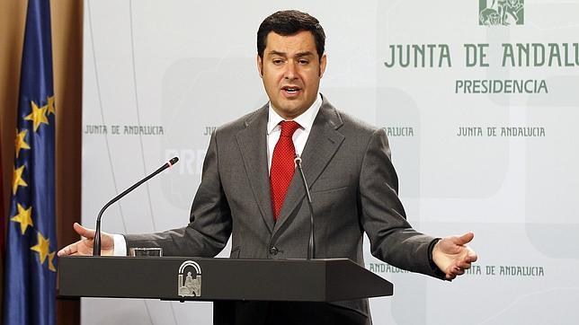 El presidente del PP andaluz,  Juan Manuel Moreno Bonilla, tras reunirse con Susana Díaz