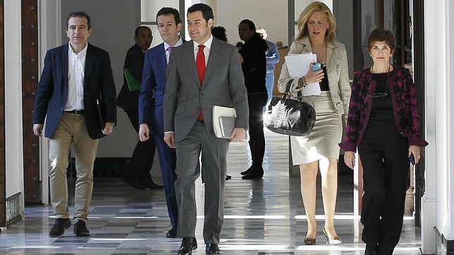 El presidente del PP-A, Juan Manuel Moreno Bonilla, durante su visita al Palacio de San Telmo
