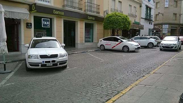 Los taxistas de Dos Hermanas incorporan un sistema a través del móvil para mejorar el servicio