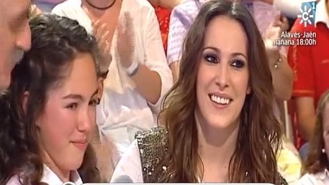 Malú cumplió el sueño de María Parrado sorprendiéndola en el programa «Menuda Noche»