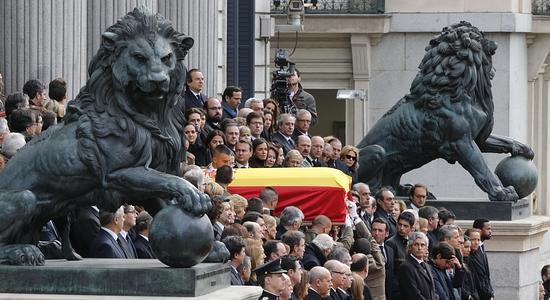 En directo - muerte de Adolfo Suárez: Los restos mortales de Suárez, de camino a Ávila
