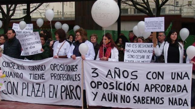Encierro en Loja Granada reclamando su plaza ganada en oposición (foto: ABC)