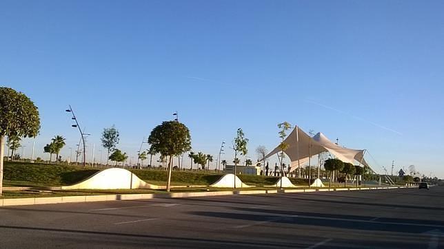 El Ayuntamiento repondrá la cubierta textil del bulevar de Entrenúcleos