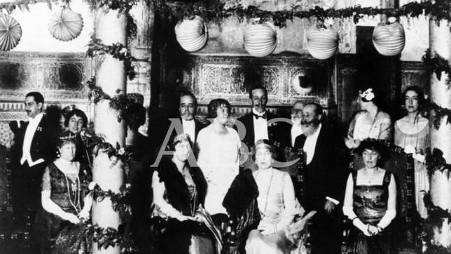 Colección gráfica de ABC: fiesta en la inauguración del hotel Alfonso XIII