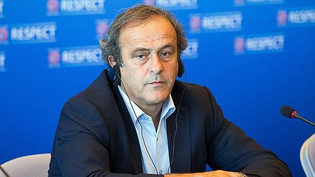 Malestar por la presencia de Platini en la final de Copa de Gibraltar