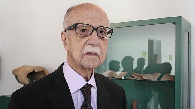 Andújar impone la medalla de oro al profesor Sotomayor - manuel-sotomayor-andjar-1--644x362