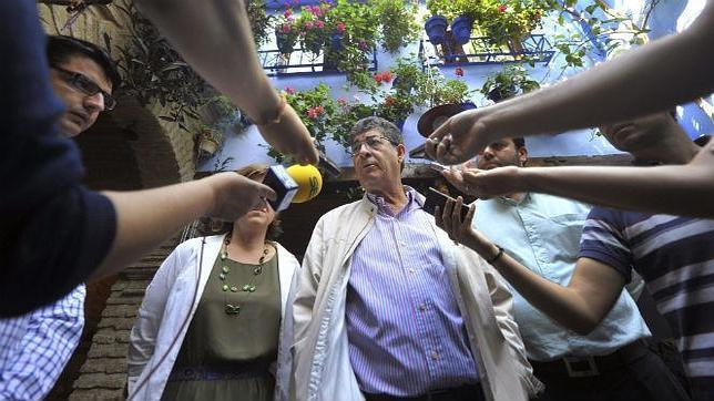 Valderas: «La Iglesia es ruin por querer quedarse con la Mezquita por seis euros»
