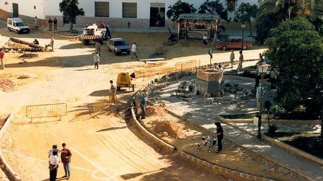 Obras en la Plaza de la Constitución de Dos Hermanas en el año 1986
