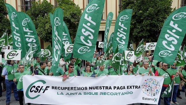 Los funcionarios protestan contra el «impago íntegro» de la extra de verano