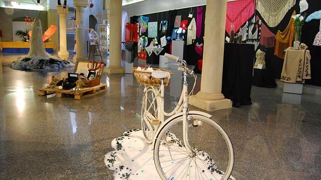 Una exposición recoge los trabajos artesanos realizados en los cursos de Igualdad