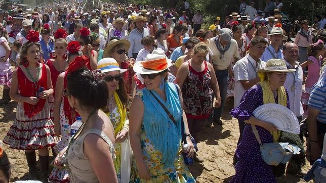 La hermandad Matriz pide soluciones a la Junta a la saturación en el camino de Sevilla