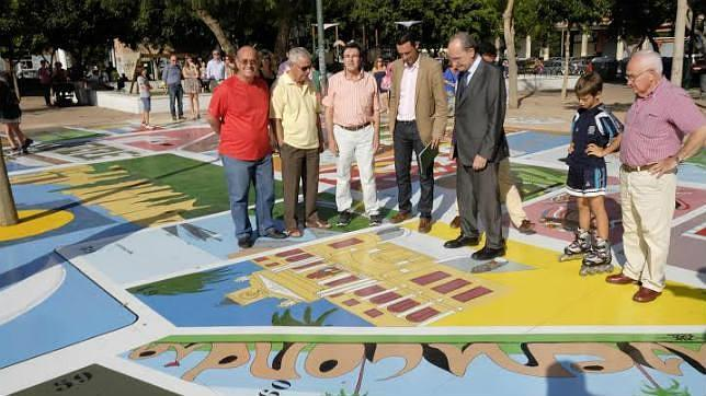 La barriada de El Torcal  juega a «la oca» con la historia de Málaga