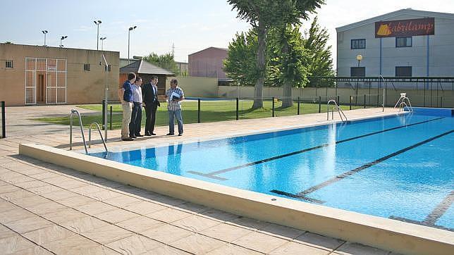 las piscinas municipales son inauguradas con descuentos