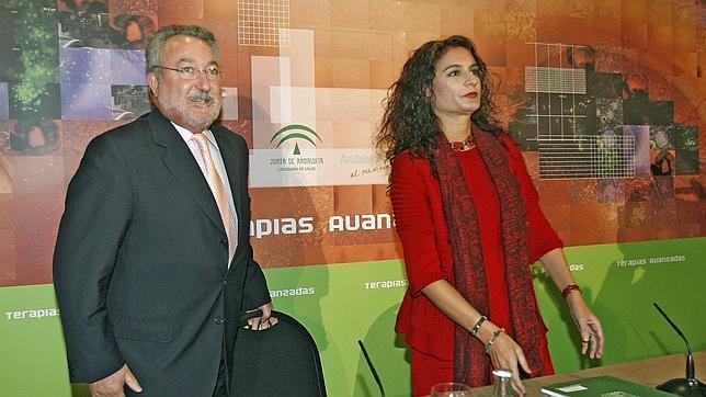 La Junta pagó 170.000 euros de sueldo a Bernat Soria y colocó a su mujer
