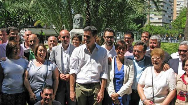 Los militantes de Málaga se pliegan a dirección y votan por Pedro Sánchez
