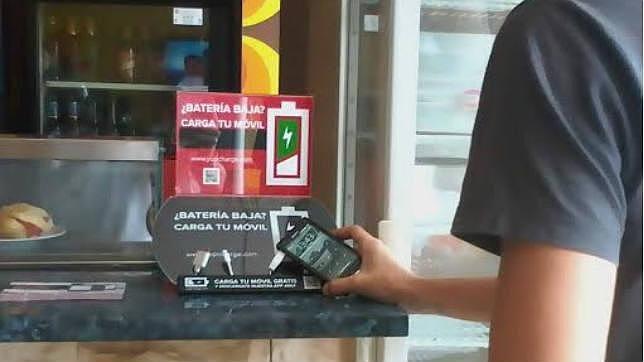 Llegan a Málaga los primeros cargadores públicos para móviles