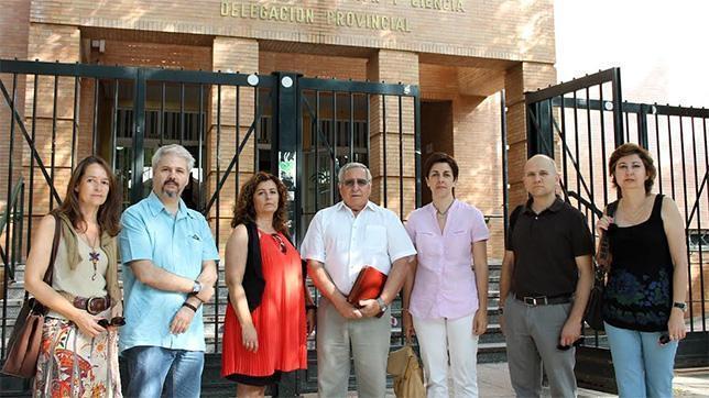Los padres de Tomares, «indignados» con la Junta por la falta de plazas escolares