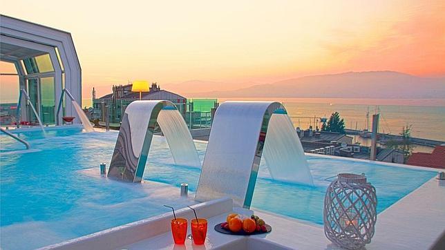 Los hoteles con las piscinas m s bonitas de espa a y for Hoteles baratos en sevilla con piscina