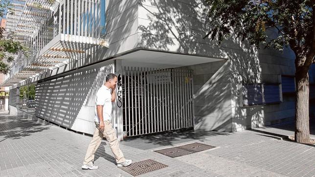 Exterior del centro de salud de la avenida del Aeropuerto, que cierra por las tardes