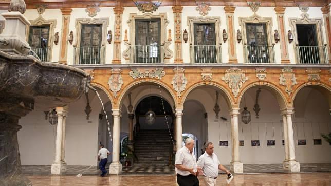 El Patio Barroco de la Diputación recupera el color fresco del siglo XVIII