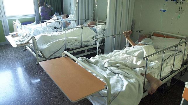 Casi 500 pacientes est n hospitalizados en habitaciones de - Habitaciones con tres camas ...