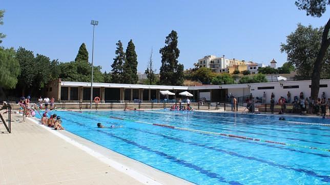 Cierra la piscina de san juan y abren las cubiertas de los for Piscinas imd sevilla