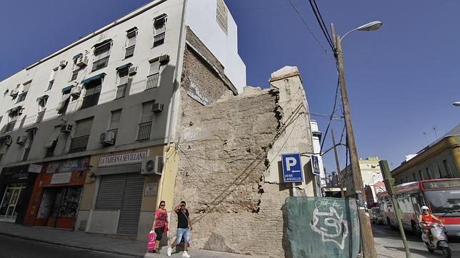 Parte de la muralla de la Puerta Osario descubierta