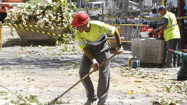 Cómo optar a uno de los 775 trabajos de peón que ofrece el Ayuntamiento de Sevilla