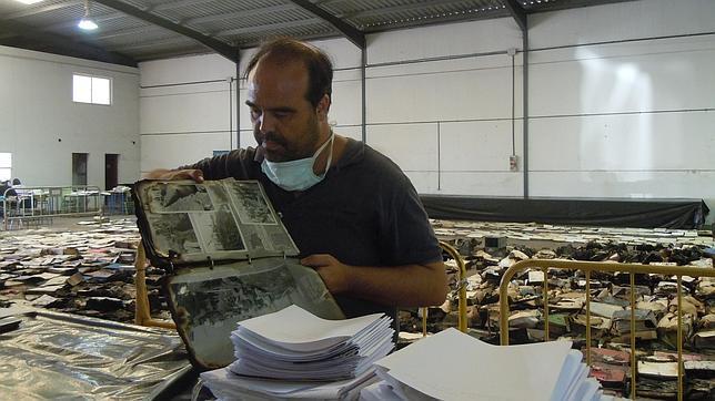 El Libro del Becerro de Los Palacios vuelve al archivo un año después del incendio
