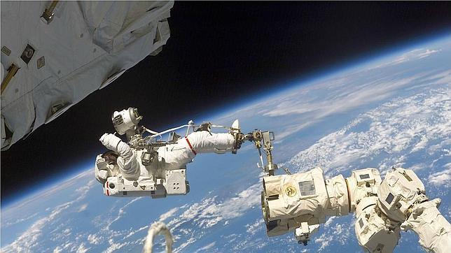 Astronauta Flotando En El Espacio Exterior: ¿Cómo Es Vivir En El Espacio Exterior?