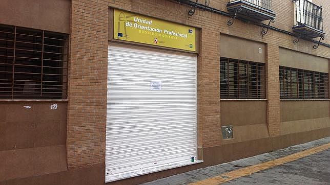 Denuncian el cierre de la oficina de andaluc a orienta en for Oficina electronica dos hermanas