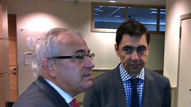 El rector de la UJA. Manuel Parras, junto al presidente del COI, Jean Louis Bujol
