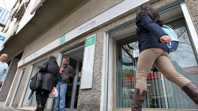 El paro sube en personas durante el mes de octubre for Oficina del paro murcia