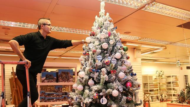 Llega el ambiente comercial de la navidad for Adornos navidenos corte ingles