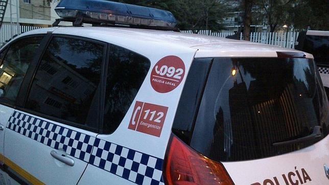 Los coches de Policía Local mantienen los dos números de emergencias, el 092 y el 112