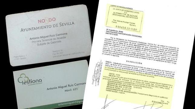 Las tarjetas de Ruiz Carmona junto a una de las adjudicaciones de Torrijos a la empresa Gestiona