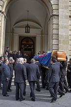 Los sevillanos hacen cola para dar el último adiós a la duquesa de Alba
