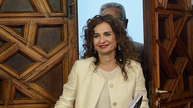 La Junta eleva los pluses de 150 altos cargos en plena ola de recortes