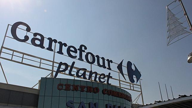 Carrefour busca reponedores, cajeros y dependientes para sus tiendas de Sevilla