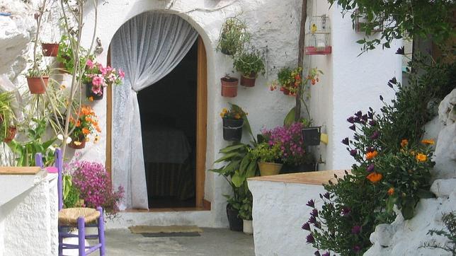 Los turistas llenan todas las casas cueva de andaluc a for Fotos de fachadas de casas andaluzas